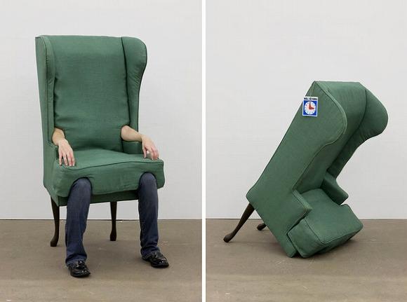 Twitterで話題のイスがシュールすぎる件/江戸川乱歩の『人間椅子』を気軽かつリアルに再現できてしまうのだ