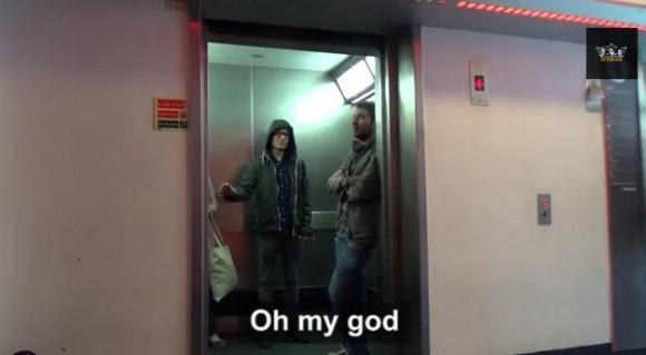 マジかよ!! エレベーターのドアをフォースの力で開け閉めする男/周囲も仰天