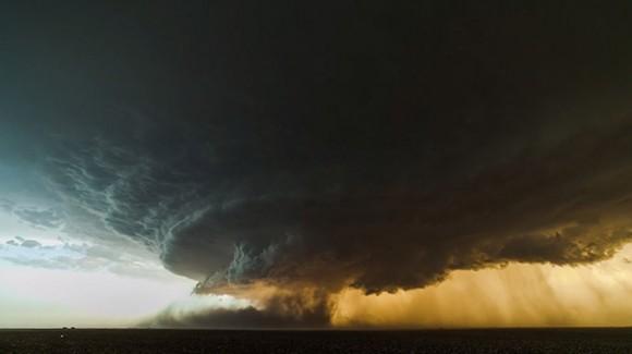 竜の巣じゃー!! 大自然の脅威をまざまざと見せつけられる超巨大な「スーパーセル」が米国テキサスに出現