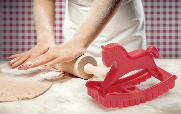 メルヘンなクッキーができちゃうよ! ゆらゆら揺れるポニーのクッキー型♪