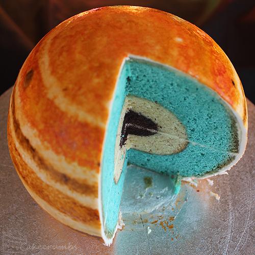 まんまる過ぎてどこから食べたらいいか迷っちゃう! 木星をイメージしたケーキ