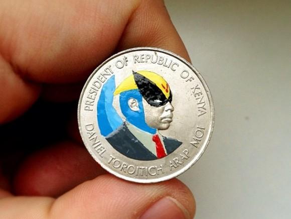 硬貨に描いた落書きが秀逸!! カール・ラガーフェルドやキャットウーマンなど