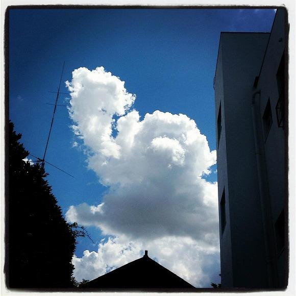アンパンマンのかたちの雲がマジですごいと話題 / Twitterユーザーの声「感動した」「ありがとう、アンパンマン!」