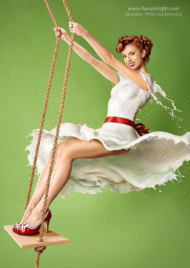 躍動感すげぇ〜!! 本物のミルクを身体にかけて作ったドレスがスゴイ