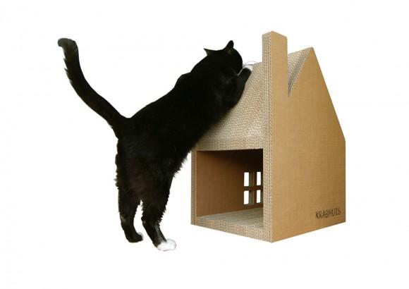 建築士が設計したニャンコが爪を研ぐために作られたダンボールハウス