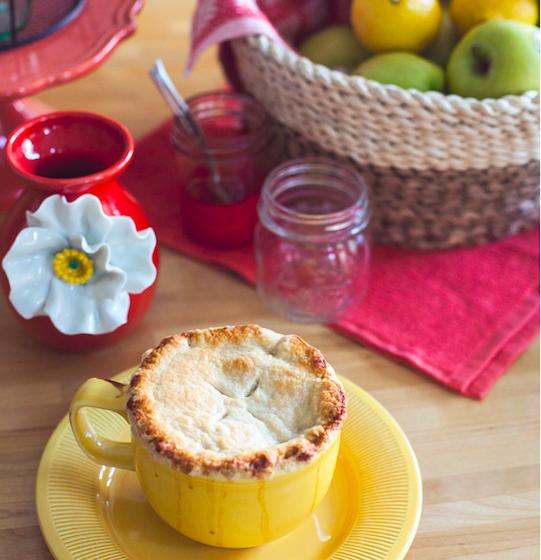 寒い日に食べたいホットスイーツ!! マグカップで熱々のアップルパイを作ってみよう!