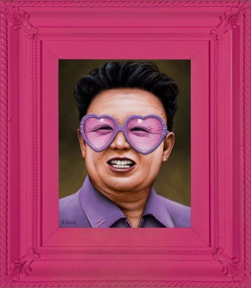 醸しだされるスゴい迫力!! ヒトラーからスターリンまで有名こわもてオジサマによるまさかのピンク系コーデ!