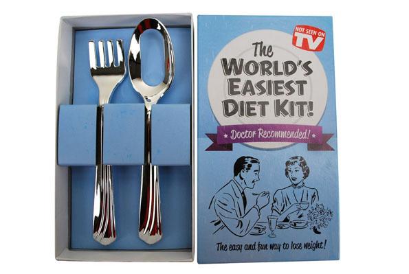 ダイエット用スプーン&フォークの発想が斜め上すぎてスゴイ! スプーン→ 穴あき、フォーク→ 刺せない