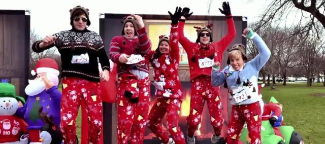イモくさいセーターを着て走れ! 全アメリカで開催されているアホな大会「ダサいセーター・マラソン」がいろいろとホット