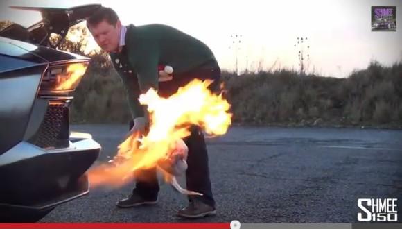 ファイヤーーーーッ!! ランボルギーニで七面鳥を焼いてローストターキーを作った動画が海外で話題!