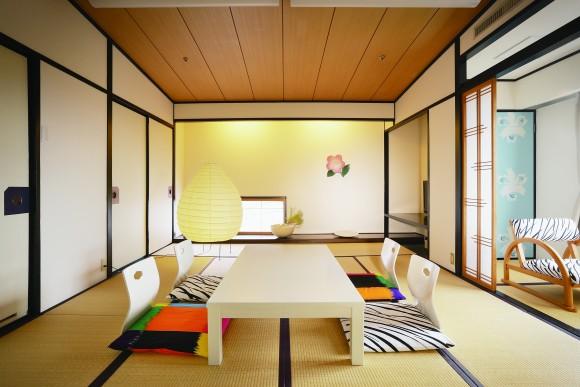 茶玻瑠 (C)FUJIWO ISHIMOTO/Dogo Onsenart 2014 & HOTEL HORIZONTAL, All Rights Reserved