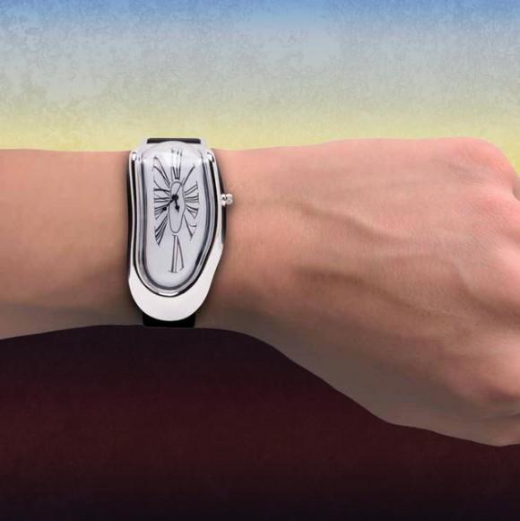 """ダリの名作 """"デロ~ンと溶けた時計"""" がマジで発売中! 時間読み間違えそうだけどなんか欲しいっ!!"""