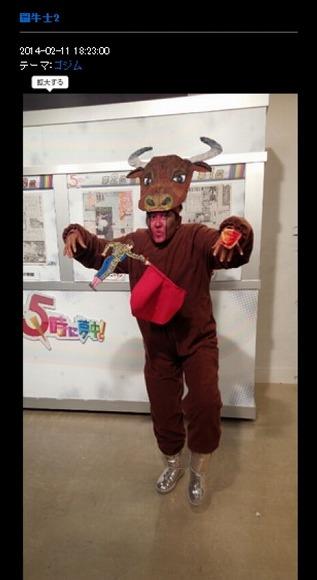 【女神】スペイン帰りの岡本夏生さんがマタドール&闘牛の一人二役をこなしていた件