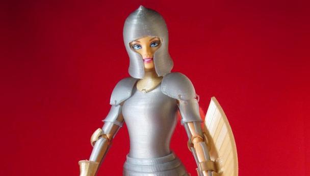 強い女性は美しきかな…バービー人形が3D制作の鎧を着用! レゴたちを助ける本格派な自作動画