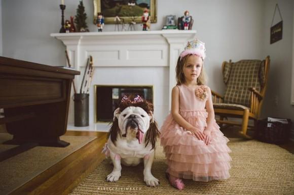 生まれた時からずーっと一緒! 姉妹のように仲睦まじい少女とブルドッグの成長記録写真