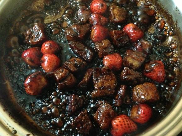 【禁断のメニュー】NHK「今日の料理」で紹介されていたイチゴの酢豚がやばいと話題なので作ってみた