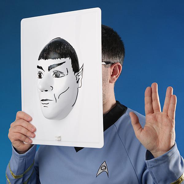なんと、誰でも顔を自在に変えることができる「3Dお面」が登場!! ハイテクすぎてヤバい!!!