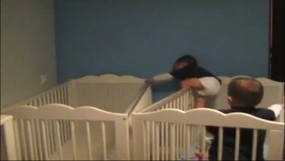 【カメラがとらえた衝撃映像】赤ちゃんの脱出劇がスゴすぎて驚愕!ミッションインポッシブルも顔負けの乳幼児たちをカメラはみた!