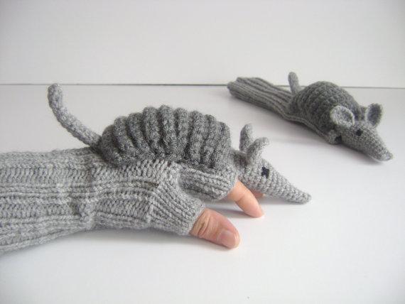 着けて手袋! 置けばぬいぐるみ!? 毛糸でできたアニマル手袋で、心も手先も暖まる!