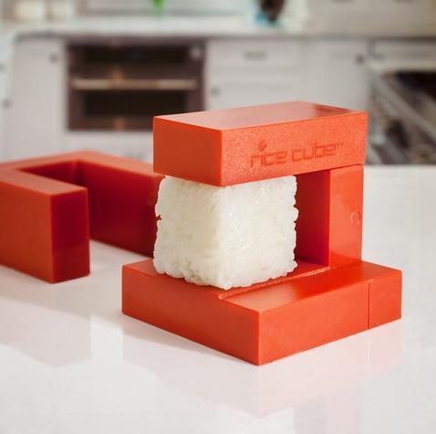 マンネリ気味のパーティーメニューにさよなら! 四角いお寿司や四角いオードブルが作れちゃう便利ツール『ライスキューブ』
