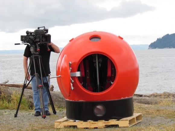 コレさえあればもう大丈夫!? 津波のスペシャリストが監修を務めた水中用球形シェルター「サバイバルカプセル」