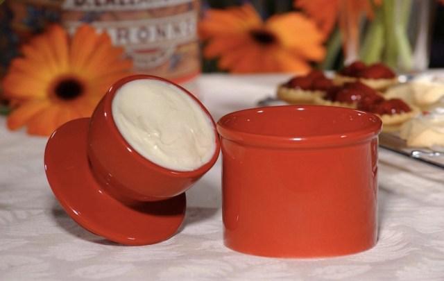 【これは便利】もう溶けるのを待たなくていい! いつでも柔らかいバターを取り出せる「バターベル」が優れものッ!!