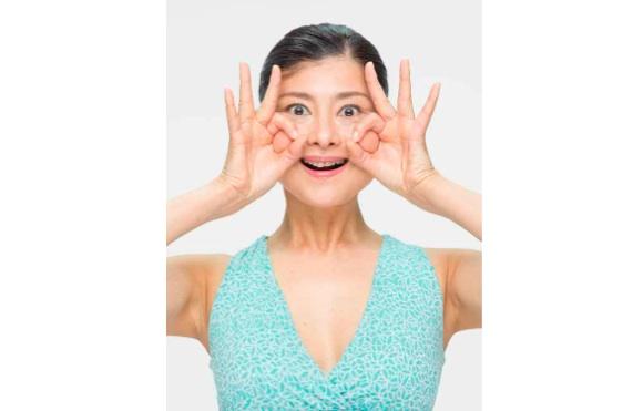 【顔の筋トレ】PCやスマホでたるんだ顔を「仕事できる顔」に劇的に変身させる3つの方法!