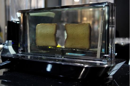 """""""透明ガラスで中がスケスケ""""  なトースターがついに発売決定!? クールなデザインにマルチな機能…めっちゃ欲しいけど、でもお高いんでしょう?"""