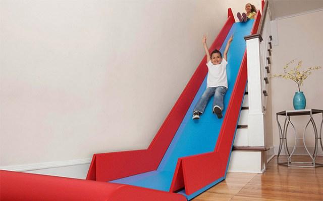 大人でもテンション上がる~! お部屋の階段に設置できる折り畳み式「すべり台」を発見