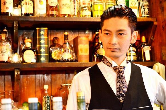 【本日のイケメン】舞台俳優もこなす眉目秀麗なバーテンダーを高円寺で発見 / イケメンお手製の果実酒でゴキゲンに酔いどれたい♪