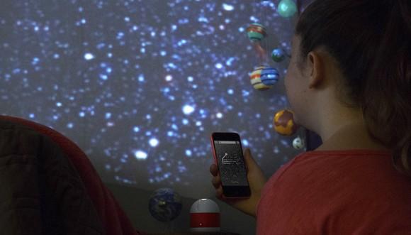 【おうちでリアルな星空を観よう】携帯アプリと連動した家庭用プラネタリムLunaに胸が躍る~!!