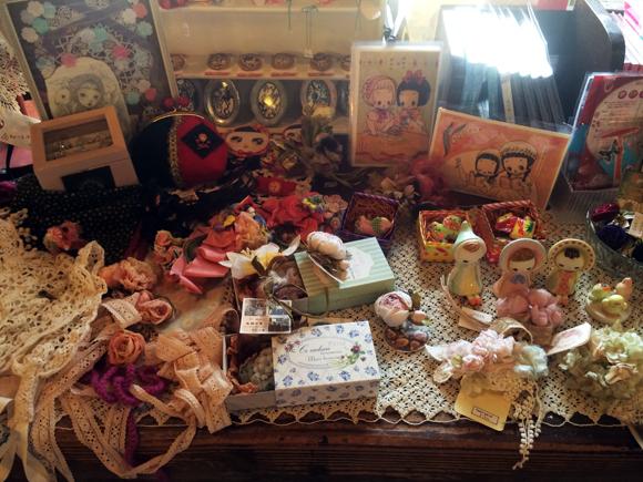 【特集・愛すべき昭和レトロカフェ】下北沢「バブーシュカ」:キュートな雑貨と昭和アンティークに囲まれて過ごすオトメ度満点なひととき