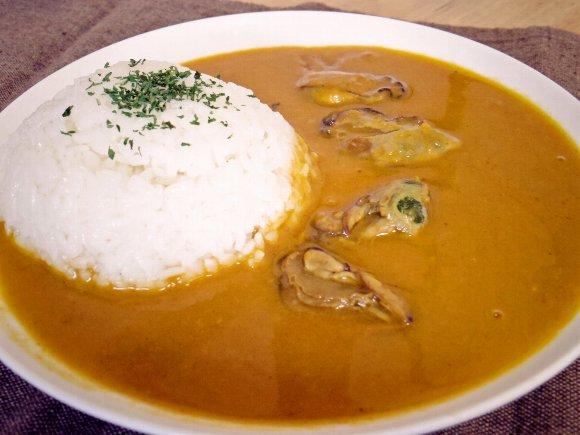 【ぶらりアンテナショップ巡り】第1回「牡蠣カレー」/広島の恵みに万歳! 牡蠣エキスたっぷりのピリ辛ルーが激うまぁぁ過ぎて3分で完食するレベル!