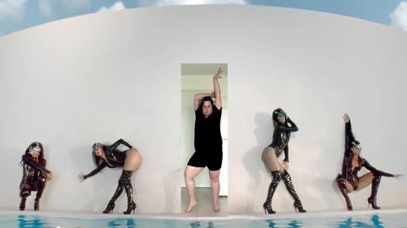 【動画】ブリトニー・スピアーズになりきったおデブな男性のダンスが人気急上昇! 今までにこんな好感が持てるおデブな男性はいただろうか…いないはずだ!!!