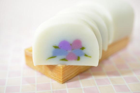 【かわいい神奈川】季節を感じる籠清の「花かまぼこ」がキレイ! どこを切ってもカラフルなアジサイ柄が出てくるかまぼこなのです♪