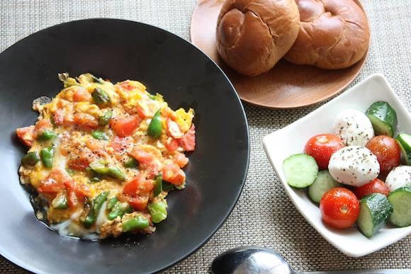 【ずぼら栄養士の15分ご飯 Vo.4】卵がとろーり&はじける野菜!栄養たっぷり&トルコな味わいの「メネメン風ディナー」