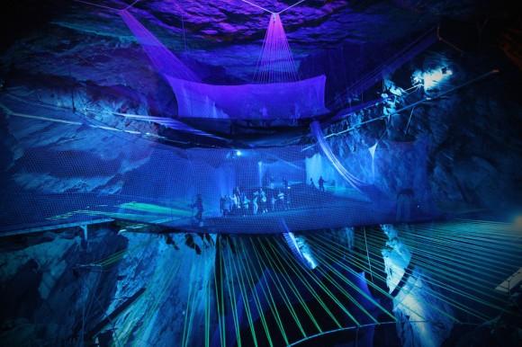 世界初の洞窟トランポリン!! 元鉱山だった場所に超巨大なトランポリン施設が誕生したよ~っ☆