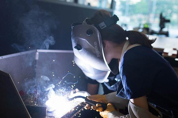 ほんまかいなぁ~!? 大阪で「溶接女子」急増しているとのウワサ / 仕事帰りに料理教室のような感覚で溶接教室に通う女子が多いらしい!