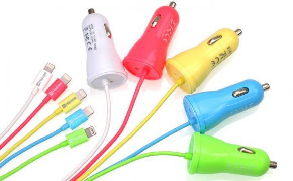 iPhoneの充電がクルマで簡単にできちゃう!! しかもiPhone5cカラー5色がそろってとってもかわいいよぉぉぉ