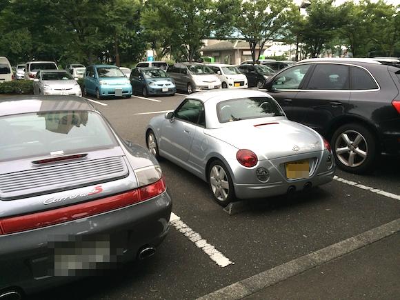 【No more 当て逃げ!】駐車場で車を当て逃げされたらどうする? 駐車時にできる防止策 & されたあとにデキるコト