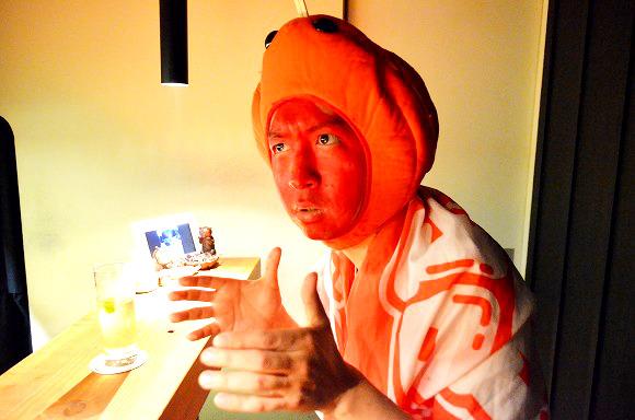 """高円寺の公式キャラ募集にイチ早く応募して話題沸騰中の「りんご飴マン」に会ってみた / 「募集のポスター見た瞬間に """"ボクだ"""" って思った」"""