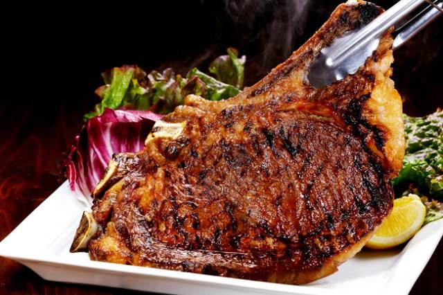 「成城石井」の予約が取れないワインバーに夏メニューが新登場!  「ドライエイジングした牛ステーキ」など気になる料理が満載だよぉ!