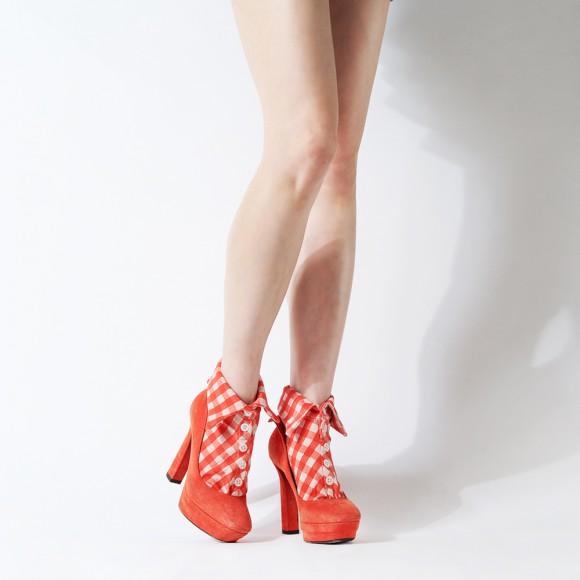 オシャレは足元から! 足首部分に襟がついた「シャツ型ソックス」で靴下ファッションを楽しんじゃお♪