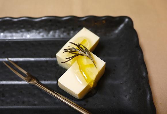 漬けておくだけ! 簡単豆腐スイーツがレアチーズケーキ風に濃厚で満足感あり!