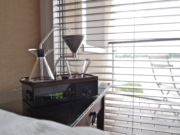 【コーヒーの香りで目覚める朝】コーヒーを淹れてくれる目覚まし時計「The Barisieur」鋭意開発中ですって!