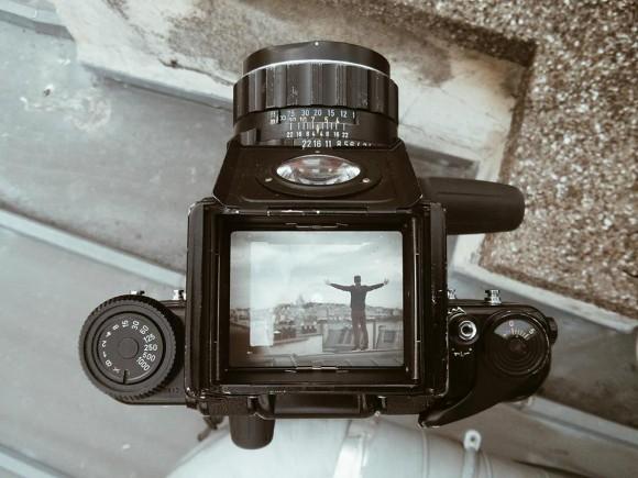 柔らかな光とノスタルジックな世界観が美しい…クラシックカメラ「ペンタックス67」のファインダーから覗いたパリ