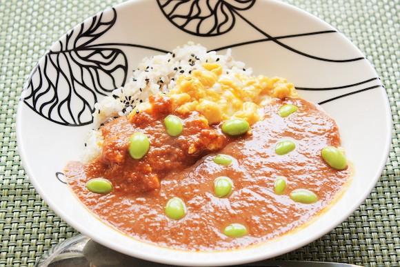 【ずぼら栄養士の15分ご飯 Vo.7】キャベツたっぷり! 材料は温野菜サラダみたいなのに肉なしで大満足のカレーディナー