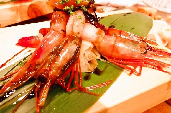 【エビ好き必見!】水槽のなかのオマール海老を手づかみできたらパスタ無料! 海老専門バルで海老料理を堪能してきた