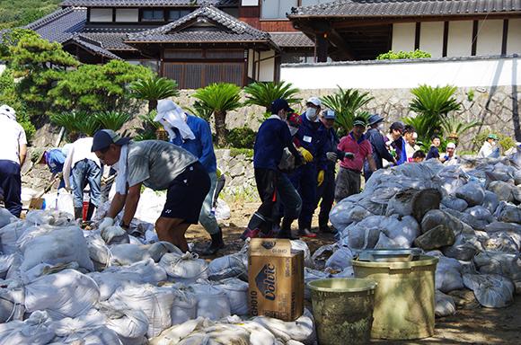 【広島土砂災害】災害ボランティアセンターを通さず個人的に活動するボランティアの姿も多数/ただし注意が必要
