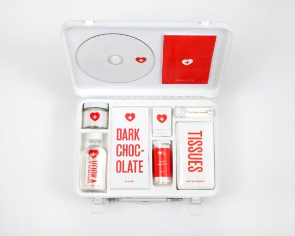 あなたの心の傷治します……NYのアーティストが手掛けた「失恋専用救急箱」の中身がイイとこついてるッ!!